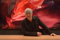 Master photographer Peter Lik visited the Roma Moulding booth at the 2015 WCAF.